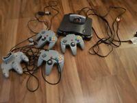 Nintendo 64 N64 and Goldeneye 007 Game + 4 controllers