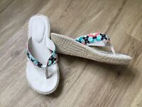 Animal wedge flip flops size 5, only worn a couple of times.