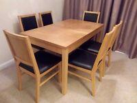 Oak veneer extending dining table with 6 oak veneer chairs.