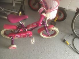 GIRLS BIKE ,Would suit ages 3-6