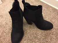Black ankle boots suede size 5