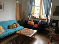 A spacious wonderful room to rent in a tenement flat in the West End of Glasgow £250 PCM