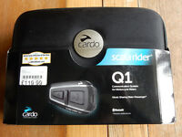 LIKE NEW: Cardo Scala Rider Q1 Solo Motorcycle Bluetooth Headset Phone Satnav possible