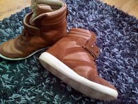 Ladies boots in tan size 4