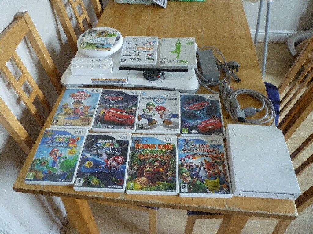 NINTENDO WII BUNDLE 11 GAMES -WII FIT BOARD- SUPER MARIO GALAXY-CARS-MARIO KART