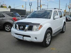 2005 NISSAN PATHFINDER LE | Leather • Roof • DVD