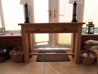 Console table in solid light oak and oak veneer.