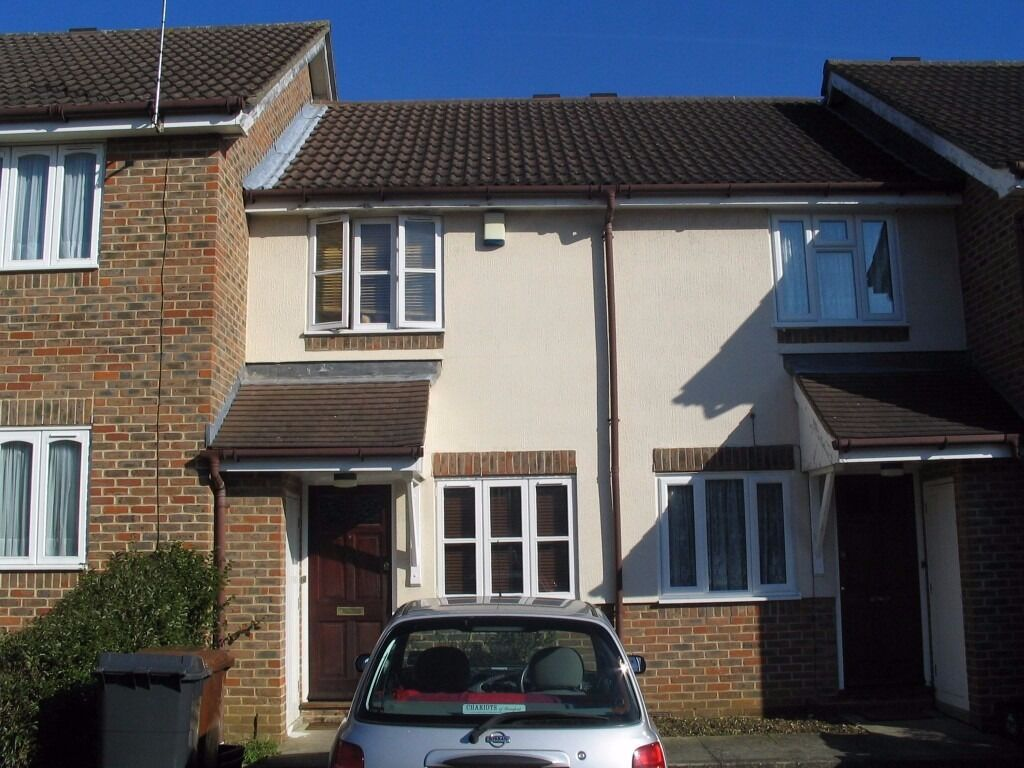ONE BEDROOM HOUSE WITH GARDEN AND PARKING!!!!!