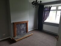 2 bed house to let Broom. £125 per week. Bond and references required