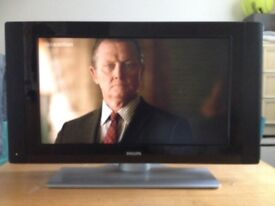 Philips 40ins HD Flatscreen TV Freeview and Side Speakers built-in Bought 2009 for £1500 Selling £80