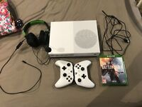 XB1 WITH 2 controllers charger and 2 games