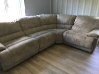 Excellent condition corner sofa that reclines