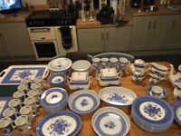 Churchill out of the blue complete dinner service