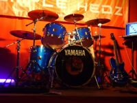 Yamaha Maple Custom 12,13,16,22, complete kit & AAX cymbals, Blue sparkle & gold