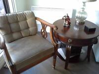 Chaise et table de bout / chair and end table