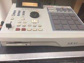 Akai MPC 2000 XL Sampler and sequencer production centre