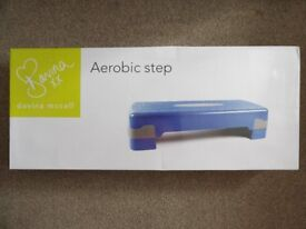 New – DAVINA – AEROBIC STEP – with adjustable feet – Never Used