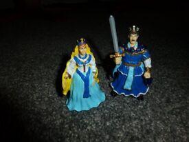 toy figures king/queen