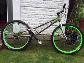 Yaabaa Bow Trials bike, 26inch wheels, hydraulic brakes, decent condition