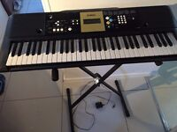 Yamaha YPT 220 keyboard including stand - Very good condition