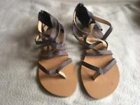 Ladies flat sandals brand new size 5/38 grey new £4