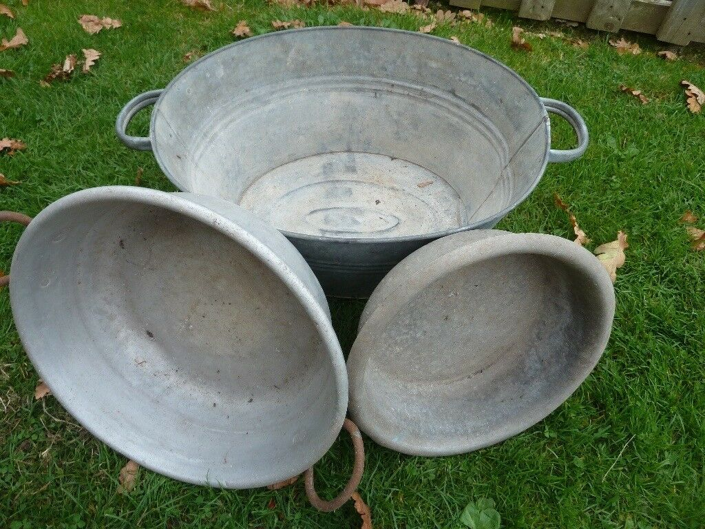 COLLECTION OF GALVANISED BATH AND BOWLS