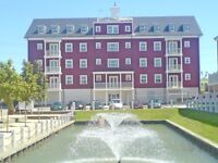Lux 2 double bed TOP FLOOR apartment with LIFT AND views over grounds WALKING DISTANCE OF TRAIN
