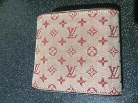 LOUIS VUITTON WALLET / PURSE USED COUPLE TIMES