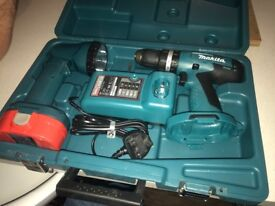 MAKITTA drill set with spare battery 18v- includes drill, torch, 2 batteries, charger
