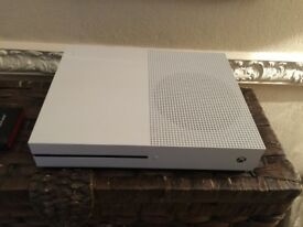 Xbox one a 500gb great condition with box, a 500gb external hard drive and 1 controller