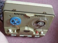 1961 Cossor reel to reel tape recorder. complete with leads and microphone. Fully working