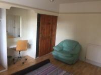 large room, laminated flooring