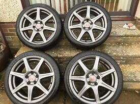 Alloy wheels for Honda Civic Type R.