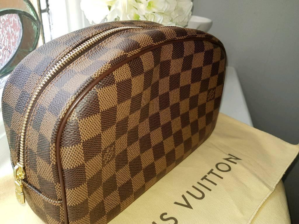 Authentic Louis Vuitton Toiletry Bag 25 - Damier Ebene- used ONCE  a9ea4282e9e74