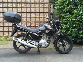 ## LATE 2016 BLACK YAMAHA YBR 125CC WITH TOP BOX - VERY LOW MILES & AS NEW CONDITION ##