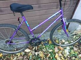 UNIVERSAL LADIES MOUNTAIN BIKE 🚴, 17 INCH FRAME, 26 INCH WHEEL'S, 18 GEARS, GOOD CONDITION