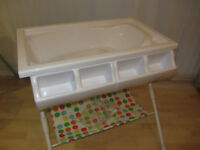 Baby Changing Unit Including Bath And Storage Boxes