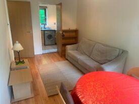 1 bed flat to rent in Maybury with private parking, available now!