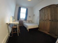 £ CENTRAL HOUSE WITH 2 BATHROOMS