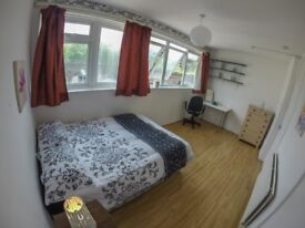 Huge Room near MILE END Station! All Bills Included