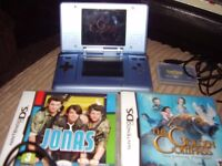 NINTENDO DS WITH CHAGER AND GAMES MINT CONDITION