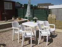 Garden Patio Table Set including Four Chairs and Umbrella shade