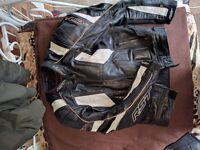 RST motorbike leathers and boots , full set size 10 boots , tight fitted sports leathers , zipped