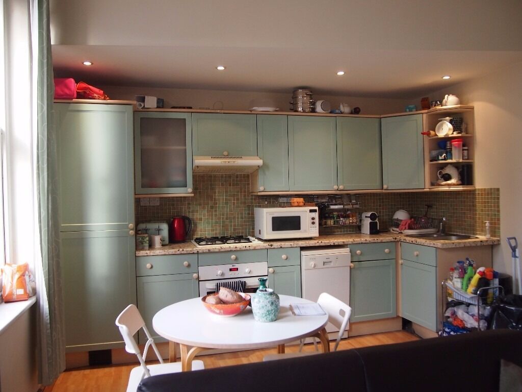 A 3 bedroom duplex flat in Regents Park Road Finchley Central furnished available end April 17