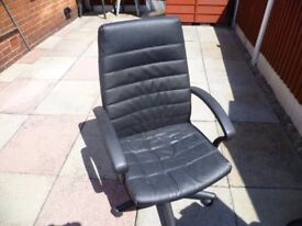 Comfortable Black Leather Chair ( CHRISTMAS GIFT )