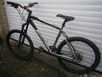 Giant Terrago Mountain Bike ' L' frame 24 speed Hydro disc brakes