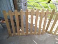 Picket type fencing sections