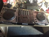 PIONEER CDJ800 TURNTABLES. PERFECT FOR STUDENTS