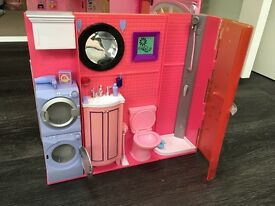 Fold-out Barbie House with Accessories