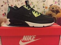MENS OR WOMENS UNISEX SIZE 9 NIKE AIR MAX 90 TRAINERS BLACK AND PLATINUM NEW WITH BOX